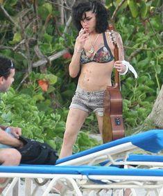 Lana Del Rey Smoking, Amazing Amy, Retro Pop, Amy Winehouse, Beautiful Voice, Her Music, My Idol, Musicians, Queens