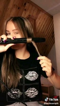 easy curls - All About Hair Easy Hairstyles For Long Hair, Curled Hairstyles, Girl Hairstyles, Hairstyles 2016, Curling Iron Hairstyles, Hairstyles Videos, Simple Homecoming Hairstyles, Homecoming Hair Down, Curls For Short Hair