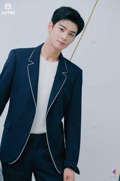 Cha Eun Woo, Astro Wallpaper, Cha Eunwoo Astro, Lee Dong Min, Korean Boys Ulzzang, Pre Debut, Korea Boy, Kdrama Actors, Sanha