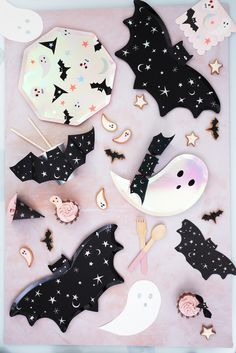 Halloween Theme Birthday, Halloween 1st Birthdays, Costume Birthday Parties, Pink Halloween, Pretty Halloween, Halloween Scene, Halloween Cookies, Halloween Party Decor, Halloween Kids
