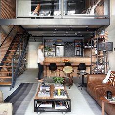 Mais do loft de hoje, pq numa foto só não dá pra perceber o quão lindo, aconchegante e descolado é o espaço! Projeto by @si_saccab Foto by @mariana_orsi #ahlaemcasa #loft