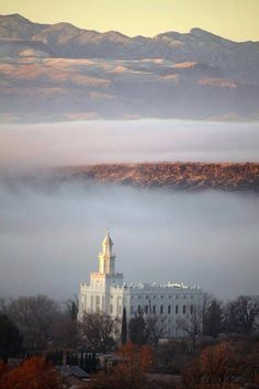 Beautiful picture of St. George, Utah Temple.