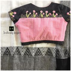 Summer collection with pretty blouse. Beautiful pink and black color combination designer blouse with cute little flower design hand embroidery thread work. Saree Blouse Neck Designs, Simple Blouse Designs, Stylish Blouse Design, Designer Blouse Patterns, Thread Work, January 2018, Embroidery Thread, Summer Collection, Kurti