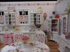 Cute dollhouse interior!