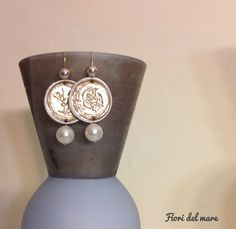 Nespresso earrings, gold and pearls
