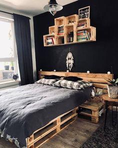 Wood Pallet Beds, Pallet Bed Frames, Diy Pallet Bed, Pallet Ideas Easy, Diy Pallet Furniture, Furniture Projects, Pallet Projects, Garden Furniture, Wooden Pallets
