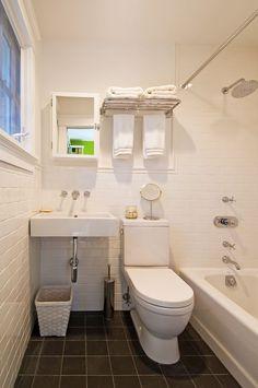 Awesome 20+ Guest Bathroom Decor Ideas https://pinarchitecture.com/20-guest-bathroom-decor-ideas/