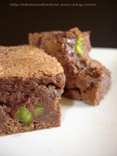 Puisque demain nous sommes mercredi, jour des enfants, je vous propose une recette pour régaler les gourmands à coup sûr Vous pouvez vous lancer les yeux fermés puisqu'il s'agit d'une recette de Pierre Hermé, résultat garanti! J'ai donc testé ce brownie... Brownie Sans Gluten, Afternoon Snacks, Matcha, Biscotti, Tea Time, Healthy Recipes, Healthy Food, Cookies, Cake