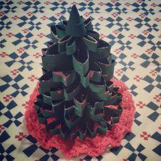 Weihnachtsbaum aus Toilettenpapierrollen / Christmas tree made from toilet paper rolls / Upcycling
