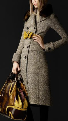 Love the coat and bag sans the bowtie belt and fur collar. Other than that it's a great look.