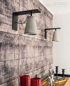 Por sugestão de Mario Benicio (da fábrica Passeio Revestimentos), o concreto aparece em seis peças. esta é a arandela leve (R$ 890). Home Decor Accessories, Concrete Light, Concrete Design, Concrete Pendant Lamp, Concrete Diy Projects, Concrete Lamp, Decorative Table Lamps, Diy Lamp, Concrete Decor