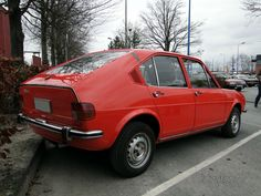 alfa-romeo-alfasud-5m-serie1-berline-4portes-1975-1976-b Alfa Romeo Alfasud, Pretty Cars, Fiat, Classic Cars, Blog, Wheels, Autos, Cars, Nostalgia