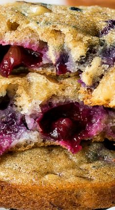 Blueberry Walnut Oatmeal Muffin Tops are filled with plump blueberries, chewy oats, a few crunchy walnuts and are baked until golden brown and delicious. Pretzel Chips, Pretzels, Muffin Pans, Muffin Top, Blueberry Oat, Danishes, Oatmeal Muffins, Breakfast Pastries, Rolled Oats