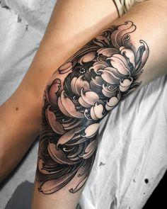 Chrysanthemum Knee Tattoo - Page 2 of 31 - Find Tattoos Online Asian Tattoos, Trendy Tattoos, Leg Tattoos, Black Tattoos, Small Tattoos, Tattoos For Women, Temporary Tattoos, Tattoo Girls, Girl Tattoos
