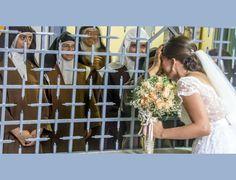 Carmelitas na clausura abençoam a noiva antes do casamento