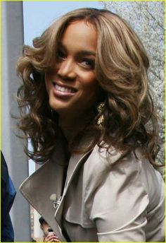 Full Sized Photo of tyra banks bloomberg plant 04 | Photo 1057631 ...