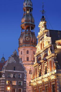 Erlebt Romantik und Kultur in #Riga, der Hauptstadt Lettlands! Am Rande der historischen Altstadt befindet sich das 4-Sterne #Hotel Wellton Old Riga Palace, in dem ihr zu zweit für nur 30 Euro inklusive Frühstück schlafen könnt. Besucht den Hauptmarkt, der zu den größten Freilichtmärkten Europas zählt, und probiert lettische Spezialitäten.