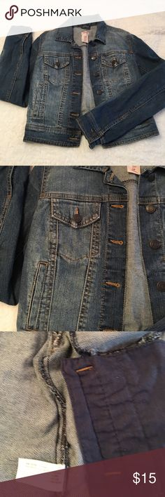 Mossimo Jean Jacket Excellent condition Jean jacket from Mossimo. 99% cotton & spandex. Size small. Mossimo Supply Co Jackets & Coats Jean Jackets