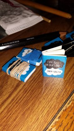 Want to make your own mini book charm? Here's how! You can use the charms for key chains, jewelry, pins, or magnets. Supplies & equipment needed: Bookbinding glue Small binder cli…
