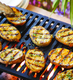 Potato Planks Grilled Potato Planks Recipe – Potato slices seasoned with rosemary and grilled to perfection. // Get the recipe at Grilled Potato Planks Recipe – Potato slices seasoned with rosemary and grilled to perfection. Yellow Potatoes, Sliced Potatoes, Potatoes On The Grill, Bbq Potatoes, Healthy Grilling Recipes, Cooking Recipes, Grilling Ideas, Outdoor Grilling, Vegetarian Barbecue