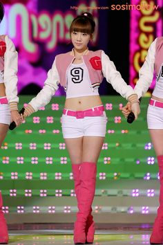 SNSD Taeyeon / Her belly :3 cute >3