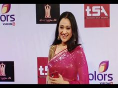 Disha Vakani gorgeous in saree at Colors Television Style Awards 2015. #dishavakani