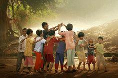 children play traditional...: Photo by Photographer Rarindra Prakarsa - photo.net Village Photography, Traditional Games, Kids Playing, Village Kids, Village Photos, Indian Art, People Of The World, Childhood Memories, Beautiful Children