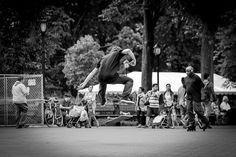 Para aquellos que se estén iniciando en el deporte del Skateboard os traemos paso por paso los trucos de este deporte. Empezaremos con uno de los trucos más comunes, el heelflip, el cual consiste casi en lo mismo que el kickflip, pero la diferencia es que en este truco la tabla gira para el lado contrario, es decir para adelante... #skate #heelflip #truco #deporte #xports.es