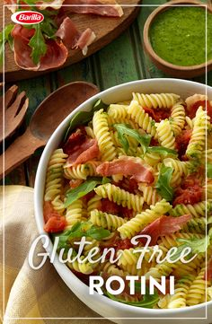 With crispy prosciutto and fresh arugula, gluten free has never tasted so good. Gluten Free Rotini tossed with arugula, garlic and tomato sauce, drizzled with mouth-watering basil pesto! The perfect recipe for entertaining friends this summer. Roasted Tomato Pasta, Roasted Tomatoes, Clean Eating Recipes, Healthy Eating, Pasta Recipes, Cooking Recipes, Riced Veggies, Gluten Free Pasta, Basil Pesto
