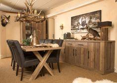 Tijdloos interieur Carlyn  Dit mooie interieur, sluit perfect aan bij de rest van onze meubelen. Tijdloos, robuust en landelijk. De mooie handgrepen zorgen voor een landelijk effect. De diverse items zijn leverbaar in verschillende afmetingen.