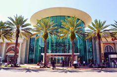 Conheça as melhores lojas de departamentos, eletrônicos, roupas, shopping e outlets para fazer compras em Orlando durante suas férias.