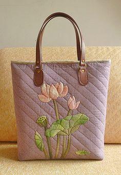 Bolsa com apliquê e com moldes.   [转载]荷花大包(附图纸). http://blog.sina.com.cn/s/blog_4a2e60190102uyja.html