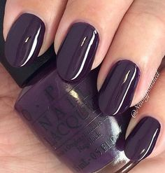 Dark purple is a royal color that is very modern in these cold days. These nails can not leave anyone indifferent, although they have no additional decoration.