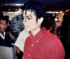 """New"" rare photos of Michael Jackson - Page 7 Photos Of Michael Jackson, Michael Jackson Bad Era, The Jackson Five, Janet Jackson, Jackson Family, Paris Jackson, Beautiful Smile, Most Beautiful, Invincible Michael Jackson"