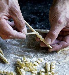 Nudeln selber machen: Grundrezept für Fussili