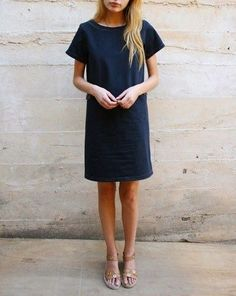 Navy shift dress (or sack dress as I like to call it) Inspiration Mode, Up Girl, Looks Style, Mode Style, Get Dressed, Spring Summer Fashion, Summer Chic, Her Style, Everyday Fashion