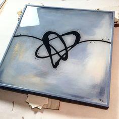 Beautiful, glossy, resined painting by ArtResin's own #resinartist Rebecca Zak!  #artresin #resinart #resinlove #heart