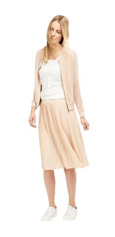 Damen Outfit Mesh versus Plissee von OPUS Fashion: rosa Blouson, weißes Shirt, rosa Rock