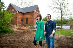 sarah richardson and tommy smythe-Love her HGTV Shows Hgtv Designers, Young Designers, Sarah Richardson Farmhouse, Sarah 101, Canadian House, Modern Style Homes, Interior Work, Little Designs, House And Home Magazine