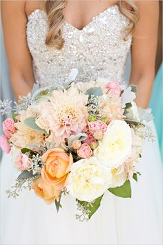 Warm bright and beautiful bouquet @weddingchicks