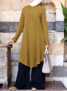 Long and modest, loose tops are a Muslimah must-have. Pair casual tunics with your favorite denim and wear our professional blouses to the office. Islamic Fashion, Muslim Fashion, Modest Fashion, Fashion Dresses, Hijab Outfit, Hijab Dress, Kurti Designs Party Wear, Kurta Designs, Blouse Designs