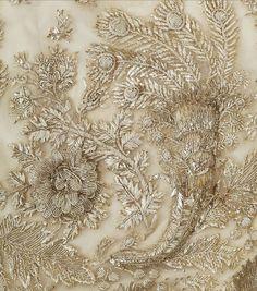Подборка детальных изображений вышивки на дизайнерских нарядах. Ищем идеи и новые впечатления!