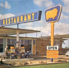 Every holiday as a kid. Brekky break at Golden Fleece to break up the drive. Australian Vintage, Australian Cars, Australian People, 1970s Childhood, My Childhood Memories, Vintage Advertisements, Vintage Ads, Old Signs, Old Tv