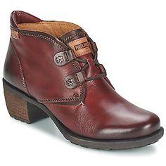 Fácil de llevar gracias a su #look casual, este #boot con cordones de #Pikolinos te acompañará en tu día a día Su piel de calidad, sus delicadas terminaciones y el cuidado del medio ambiente en la fabricación de sus modelos, tiene todo para conquistarnos. #botines #spartoo #zapatos #chica #moda #estilo   http://www.spartoo.es/Pikolinos-LE-MANS-VERMA-x151677.php