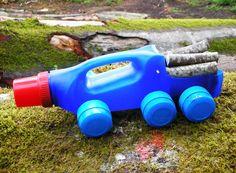 Caminhao-de-Brinquedo-feitos-de-Garrafas-de-Plastico-Reciclado