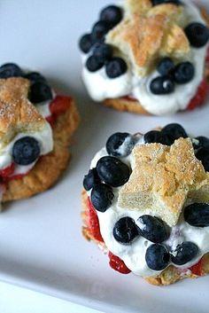 Berry shortcakes