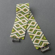 SALE Green beaded bracelet Geometric design Bead by HappyBeadwork