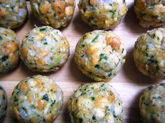 """Semmelknödel - der Begleiter zu verschiedenen Braten, Wildgerichten, als Suppeneinlage als vegetarisches Gericht, als """"Arme Leute Essen"""" mit Ei abgeröstet. Eine Universalgenie in den österreichischen Küchen. Aber wie wird er schön flaumig? http://www.loystubn.at/blog/loystubn/masse-fur-semmelknodel"""
