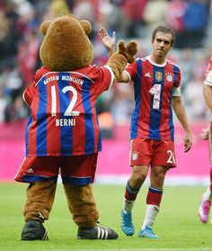 Matchday, and we nailed it! Guess who's back at the top of the Bundesliga table? ;) #FCBSCP