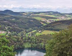 Direkt am Pulvermaar liegt der gleichnamige Campingplatz in der Vulkaneifel Camping In Deutschland, Eifel, Water, Outdoor, River, Vacation Travel, Gripe Water, Outdoors, The Great Outdoors